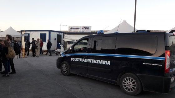 In cella a Favignana con un cellulare, trovato all'assassino del poliziotto Raciti