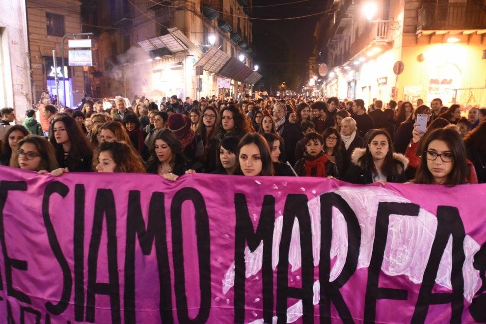 """Palermo: """"Siamo donne, siamo marea"""" il corteo contro la violenza"""