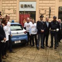 Telethon: a Palermo la volante della Polizia che aiuta la ricerca