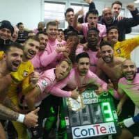 Il Palermo fa festa dopo Bari: