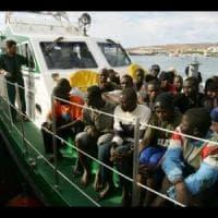 Siracusa, maxisbarco di migranti: