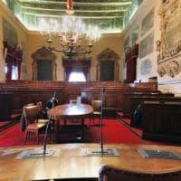 Caos in Consiglio a Palermo, il M5S abbandona l'aula: