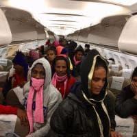 Libia, al via le evacuazioni dai centri di detenzione. Ma in centinaia continuano a...