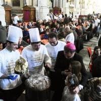Palermo, l'arcivescovo Lorefice al pranzo per i poveri offerto dalla Caritas