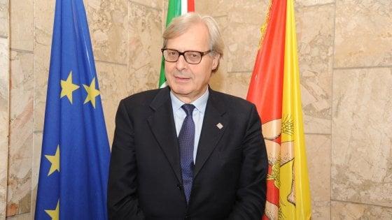 """Stipendi d'oro, Sgarbi attacca la Corte Costituzionale: """"Prendono 490 mila euro per non fare un c."""""""