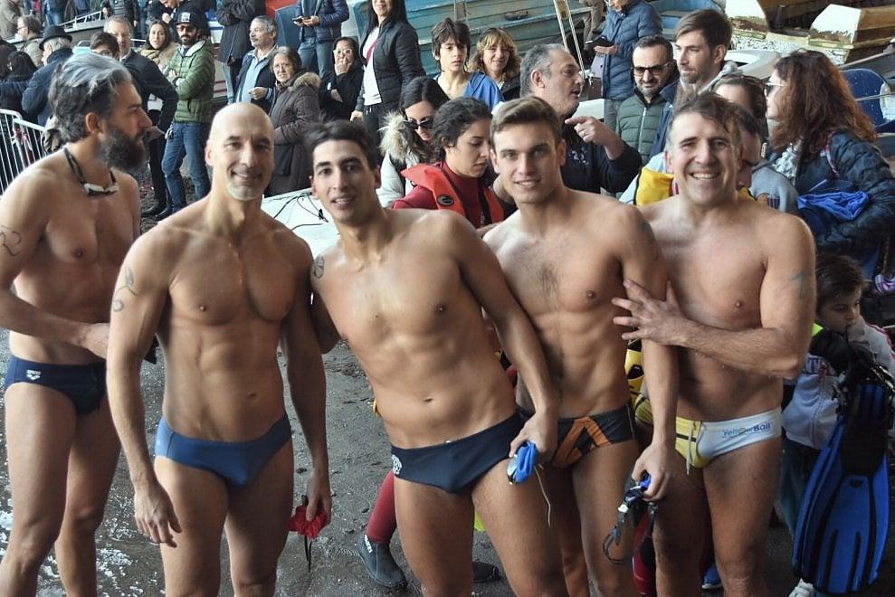 Catania, nuotata di fine anno: c'è pure l'astronauta Parmitano