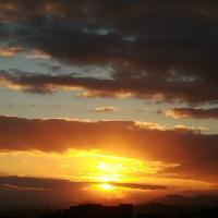 Sicilia, il tramonto nella Valle del Simeto è un trionfo di colori
