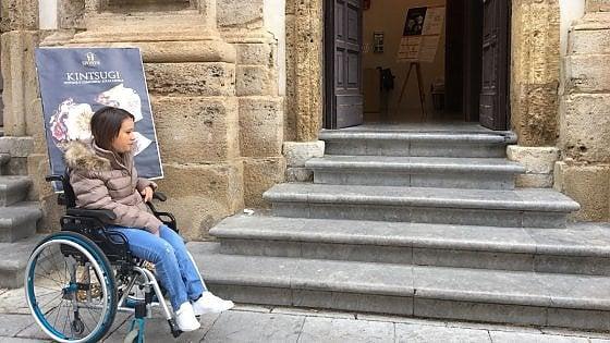 Palermo: l'edificio del Comune ha i gradini, disabile costretta a restare fuori
