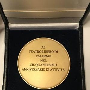 Palermo, la medaglia di Mattarella per i 50 anni del Teatro Libero