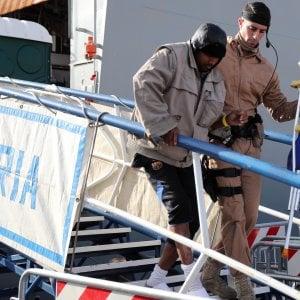 Sbarcano a Palermo 200 migranti
