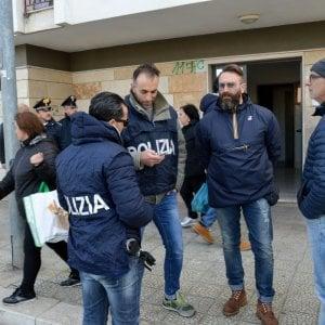 """Palermo, in ospedale per una coltellata: """"Mi sono colpito io"""""""