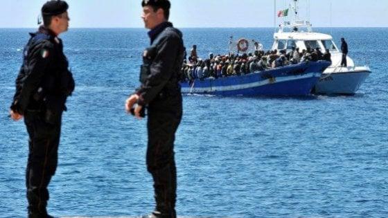 """Lampedusa: rissa all'hotspot, carabiniere ferito. Il sindaco: """"Lunghe attese per i trasferimenti"""""""