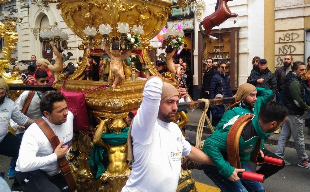 Catania, i devoti festeggiano Sant'Agata
