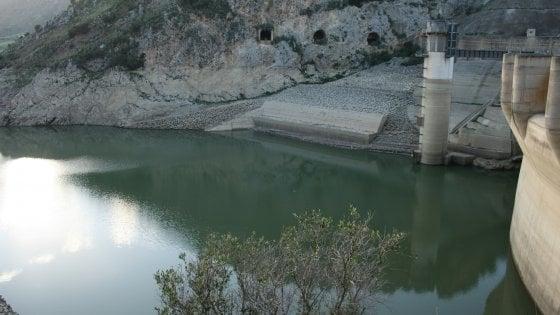 Acqua e rifiuti, proclamato lo stato d'emergenza