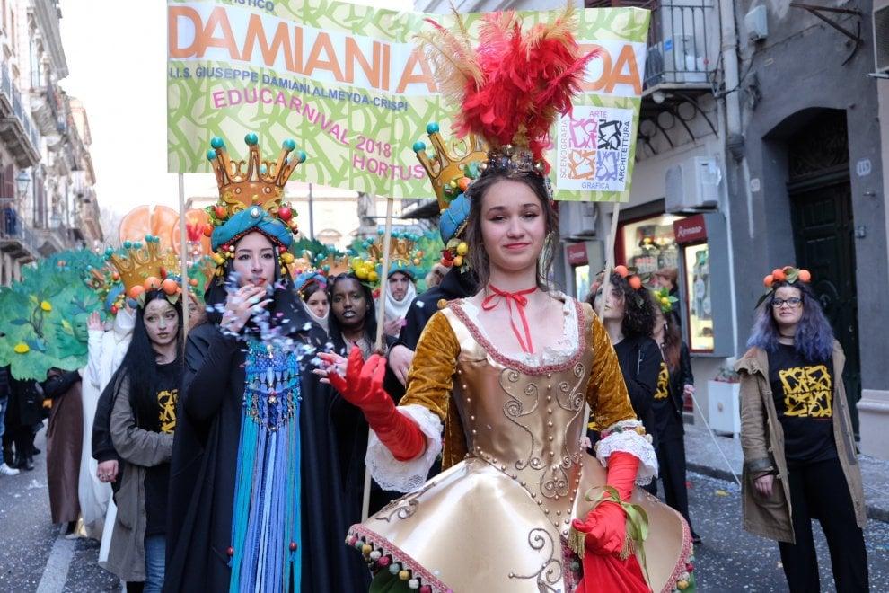 Carnevale a Palermo, la sfilata delle scuole