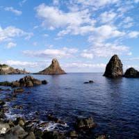 Catania, giochi di luce mozzafiato sui faraglioni dei Malavoglia