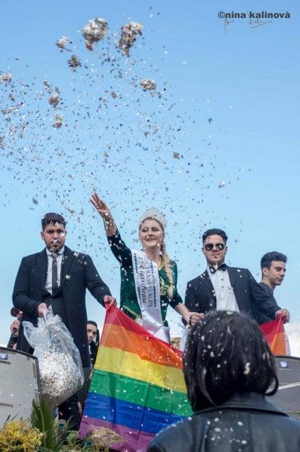 Palermo, a Pollina i carri di carnevale contro la violenza di genere