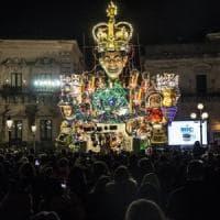 Acireale premia il carro sulla lingua italiana