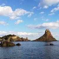 Catania, ecco perché la terra trema: una piega della crosta terrestre ad Aci Trezza