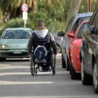 Palermo, caccia a chi blocca gli scivoli per disabili: mille multe in 7