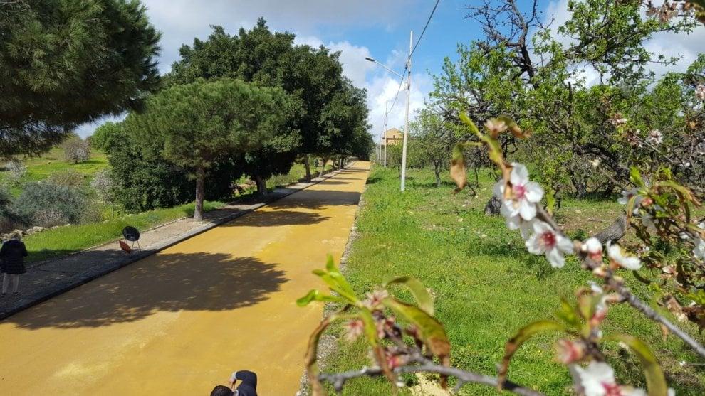 Agrigento, nella Valle dei Templi arriva l'asfalto colore del tufo