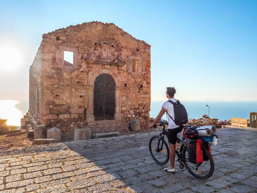 Il giro della Sicilia in 80 giorni: in bici alla scoperta dei gioielli nascosti