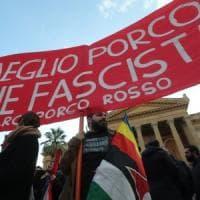 Palermo, il giorno delle piazze contrapposte: militanti in piazza Verdi
