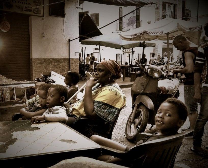 Palermo, l'incanto di Ballarò negli scatti del fotografo-senzatetto