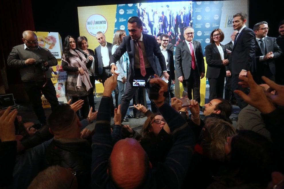 """Palermo, Di Maio al popolo grillino: """"All'Ars non taglieranno mai gli stipendi"""""""