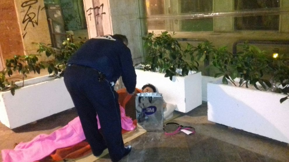 Palermo, i vigilantes assistono i clochard