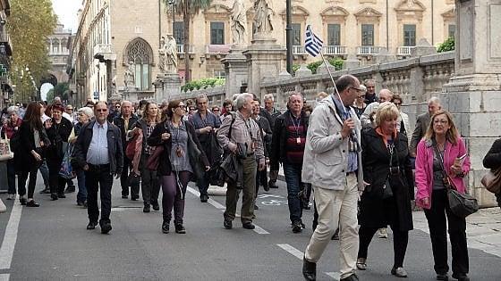 Palermo: le guide turistiche a caccia di rifiuti, indicheranno ai netturbini le zone critiche