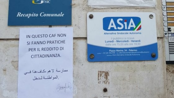 """Palermo, in un patronato spunta il cartello: """"Qui niente reddito di cittadinanza"""""""