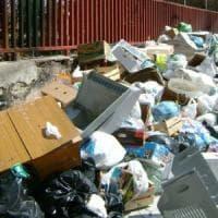 Agrigento, Licata sommersa dai rifiuti. Allarme degli albergatori: