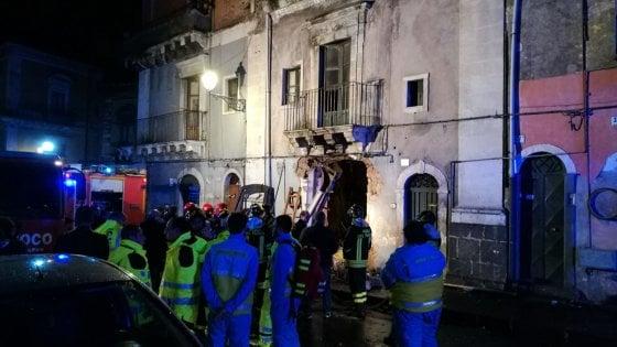 Catania, esplosione in via Garibaldi: ci sono tre vittime, due sono vigili del fuoco