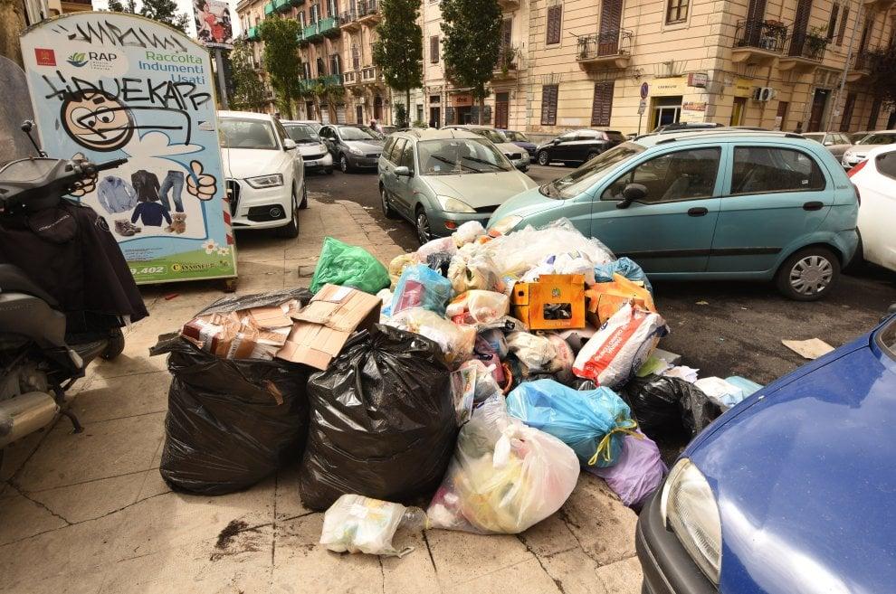 Palermo tra i rifiuti: cumuli di immondizia in tutta la città
