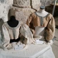 Dai fermabaffi alla lingerie: Catania, in mostra gli abiti del '400
