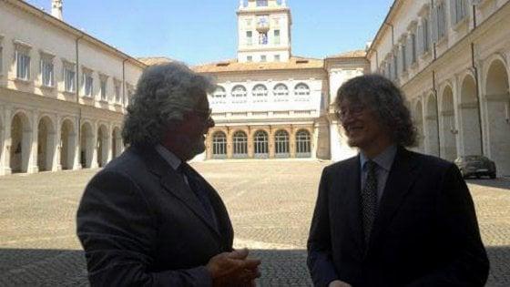 Fra le consultazioni e il ricordo di Casaleggio: Grillo torna in Sicilia da comico