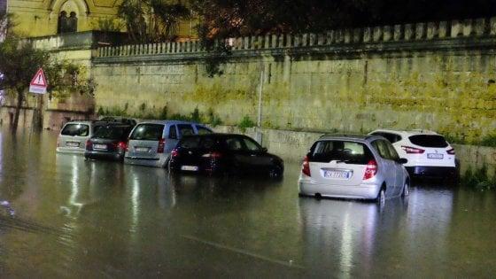 Un violento nubifragio su Palermo. Strade allagate e due incidenti