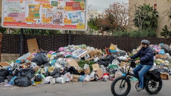 Palermo, da gennaio a oggi 335 sanzioni per i rifiuti. Otto verbali elevati ieri