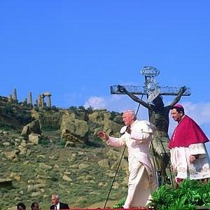 I vescovi siciliani ad Agrigento 25 anni dopo l'anatema antimafia di Wojtyla