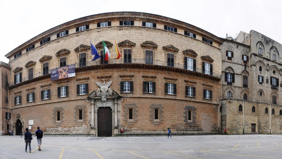 Ars c 39 l 39 accordo in presidenza spariscono i nuovi for Nuovi gruppi parlamentari