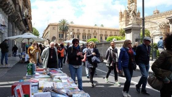 """Palermo, """"La via dei librai"""" sul Cassaro fino a mezzanotte"""