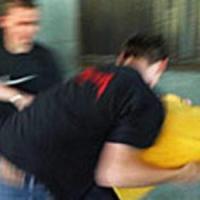 Ragusa, sprangate per vendicare il figlio vittima di un bullo: denunciati