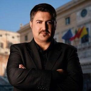 """Palermo, definì """"buffone"""" un generale su Facebook: ai domiciliari Tony Troja"""