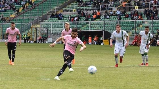 Il Palermo d'emergenza ritrova la vittoria: 3-0 all'Avellino, si torna a correre