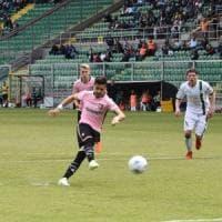 Il Palermo d'emergenza ritrova la vittoria: 3-0 all'Avellino, si torna a