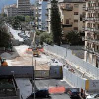 Palermo, in viale Lazio l'asfalto non è asciutto: cantiere aperto e strada