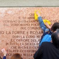 Palermo, gli studenti puliscono la lapide di Pio La Torre