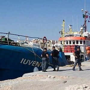 Migranti, la Cassazione conferma il sequestro: la nave Iuventa resta bloccata a Trapani