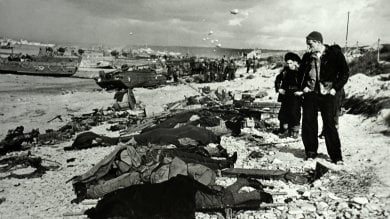 Palermo, guerra e pace secondo Capa apre la mostra all'Albergo delle Povere